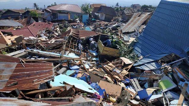 İndoneziyada dağıntılar altında 150 mindən çox insan qalıb