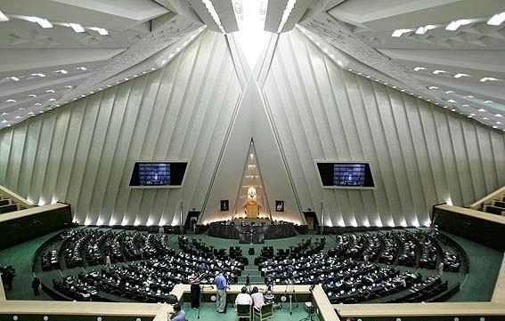 İran xarici məhsulların reklamını qadağan etdi