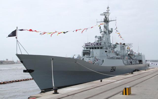Pakistan hərbi gəmiləri İran sularına daxil oldu