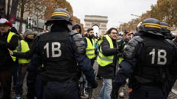 Fransada etiraz edənlərin sayı 80 mini ötdü