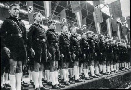 Hitlerin 4 yaşlı uşaqla çəkdirdiyi şəklinin sirri açıldı