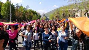 Ermənistanda qızıl mədəninin və tikiş fabrikinin işçiləri tətilə qoşuldular
