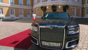 Putinin yeni limuzini, Rusiyada yığılıb