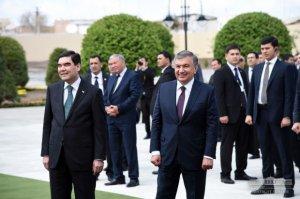 Özbəkistanda polis maşını sirena verib prezidentin yanından keçdi, rəis qandallandı