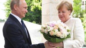 Merkel Putinlə görüşə gəldi və...