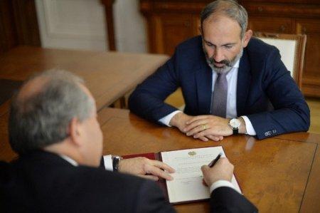 Sarkisyan Paşinyanla görüşdü və…
