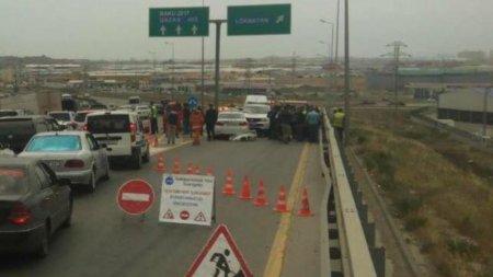 Yolda FİLM KİMİ QƏZA: yük maşını əvvəl 3 avtomobilə çırpıldı, sonra...