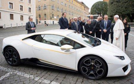 """Papanın """"Lamborghini""""si rekord qiymətə satıldı"""