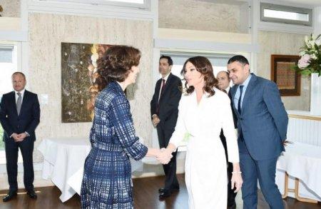 Mehriban Əliyeva Parisdə UNESCO-nun baş direktoru ilə görüşüb