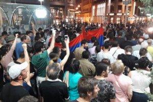 Ermənistan qarışır: Yerevan və Eçmiədzində aksiyalar başladı