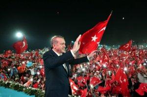 """""""Türkiyə bütün dünyaya demokratiya dərsi verdi"""""""