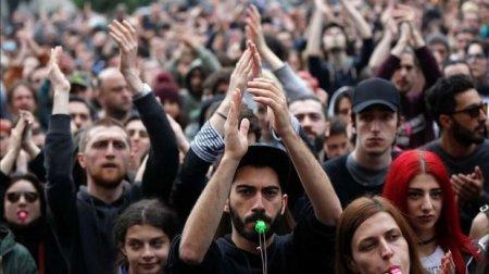Tbilisini yenidən etiraz dalğaları bürüdü