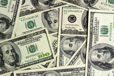 Azərbaycanlılar kütləvi şəkildə dollar almağa başlayıblar