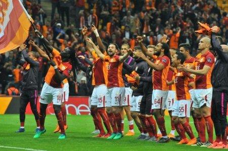 """UEFA """"Qalatasaray""""ı cəzalandırdı"""