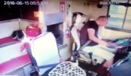 Sürücünün ürəyi getdi, avtobus…