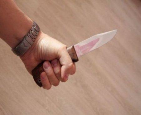 Ər arvadını namaz qılarkən 7 yerdən bıçaqladı