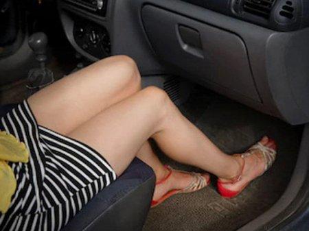 Taksi sürücüsü qısa ətəkli müştərisini zorladı: