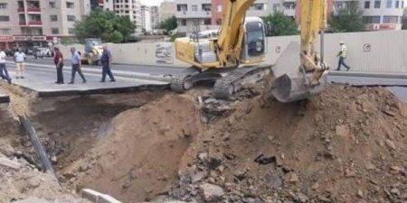 Bakıda çökmüş yolun altında gizli tunel aşkarlandı
