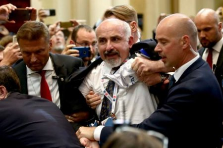 Trampla Putinin mətbuat konfransında İNSİDENT