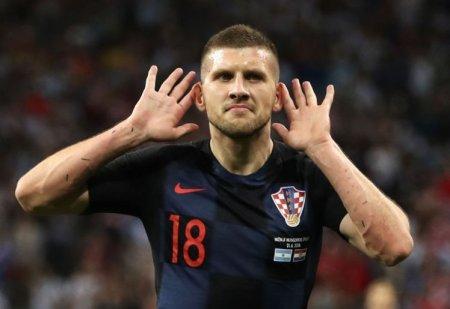Xorvatiya millisinin futbolçusu bütün kəndçilərinin kredit borcunu bağladı