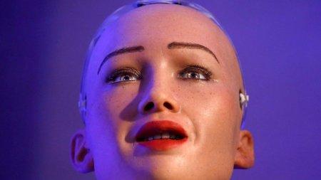 Dünyanın ən sevimli robotu Bakıya Azərbaycan milli geyimində gəlir