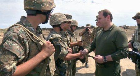 Ermənistanın müdafiə naziri Qarabağda