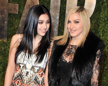 Madonnanın qızı podiuma yarıçılpaq çıxdı