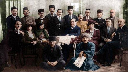 """Bakı azad olunduğu gün """"Azərbaycan"""" adlı günəş doğdu"""