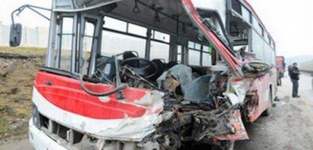 """Azərbaycanda ağır qəza – avtobus """"Kamaz""""la toqquşdu: 15 yaralı"""
