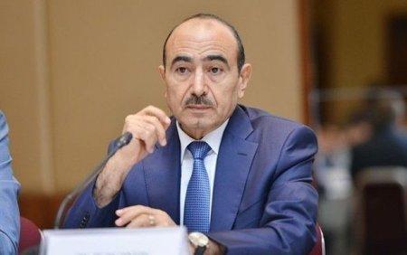 Əli Həsənov: Paşinyan siyasətçi adına parodiyadır