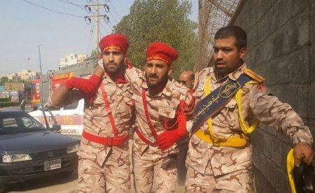 İranda hərbi paradda terror aktı