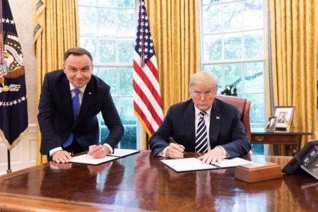 Polşa telekanalı prezidentin fotosuna görə əməkdaşını qovdu