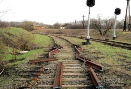 Ermənistanda Yerevan-Bakı dəmir yolunun relsləri də oğurlanıb