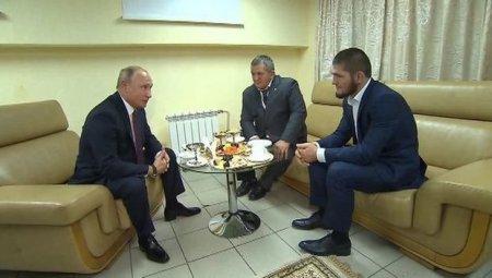 Putin Həbib Nurməhəmmədov və atası ilə görüşdü