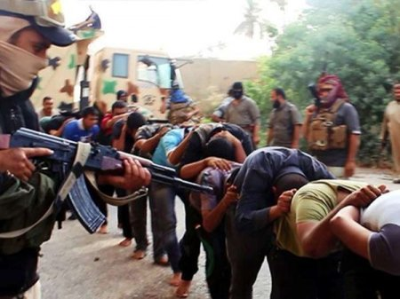 İŞİD 130 ailəni girov götürdü