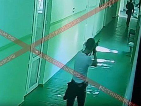 Krım kollecində baş vermiş atışmanın görüntüləri yayıldı