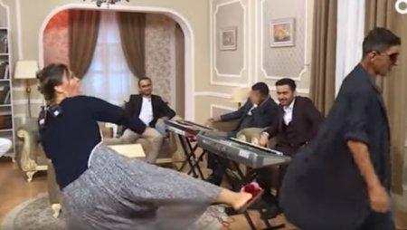 Azərbaycan TV-si əsl... şpaqatdır