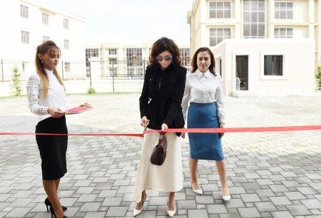 Mehriban Əliyeva Bakıda 11 saylı xüsusi təhsil məktəbinin yeni binasının açılışında iştirak edib