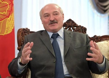 Lukaşenko Belarusda noyabrın 7-nin qeyd olunmasını izah etdi