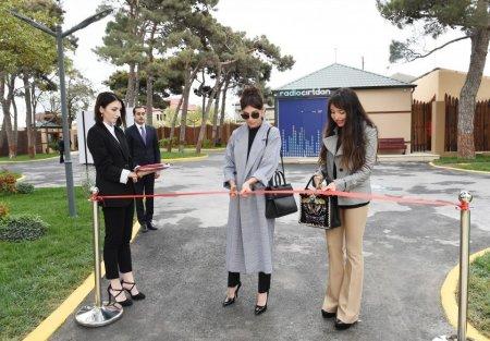 """Mehriban Əliyeva Şüvəlandakı """"Cırtdan"""" istirahət və sağlamlıq mərkəzinin açılışında iştirak edib"""