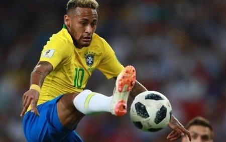 Neymar Braziliya millisinin tarixinə düşdü