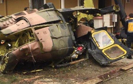 Hərbi vertolyot binaların arasına düşdü: 4 hərbçi öldü, 1 yaralı