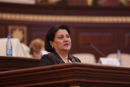 Deputat Baxşəliyeva yenidən rus dilinə qarşı çıxış etdi
