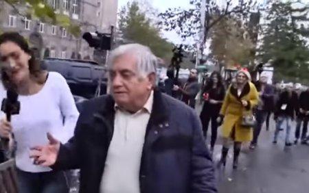 """Robert Köçəryanın vəkili azərbaycanca danışdı: """"Bilmirəm"""""""