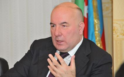 Rusiyada dələduzlar Elman Rüstəmovun fotosu ilə pensiyaçıları necə aldadır...