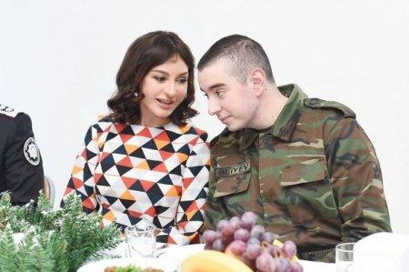 Mehriban Əliyeva DTX-nin hərbi hissəsində keçirilən bayram tədbirində