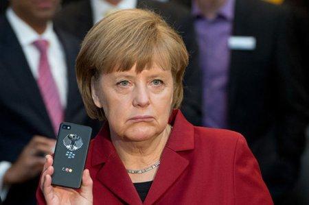 Merkelin şəxsi məlumatları oğurlandı