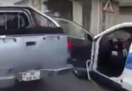 """Masazırda """"Mitsubishi"""" polis maşınının qapısını əzdi"""