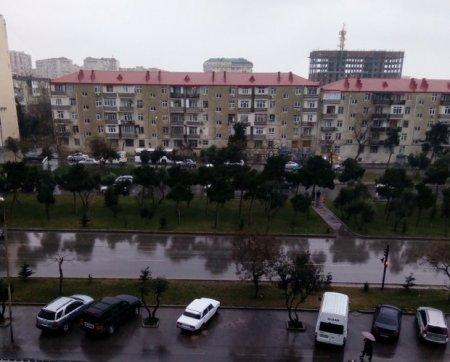 """Bakıda külək də var, yağış da, amma hələlik """"ifrat təhlükəli"""" deyil"""
