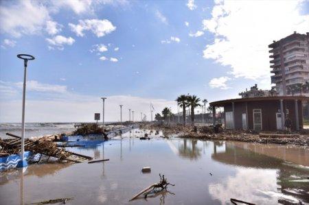 Şiddətli külək Türkiyənin Mersin şəhərini viran qoydu